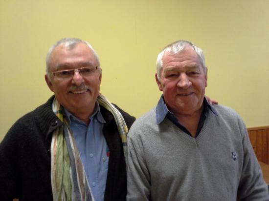 De gauche à droite ancien et nouveau président